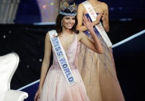 Miss Puerto Rico Stephanie Del Valle waves after winning the Miss World 2016 Competition in Oxen Hill, Maryland
